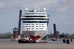 Ship passage Holiday ship AIDAsol on the Ems